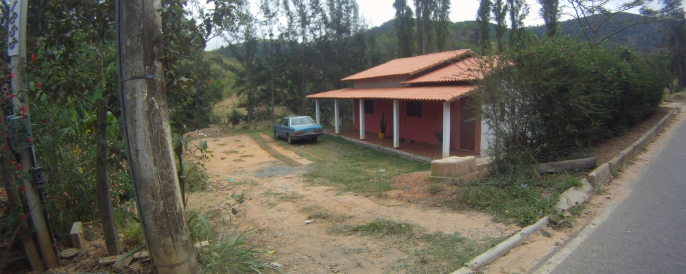 Casa na beira do asfalto em Paty do Alferes